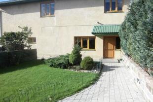 Dzīvošanai rekonstruēta saimniecības ēka 130 kv/m platībā un iesākta jaunbūve ( uzbūvēts cokolstāvs)  305,23 kv/m platībā
