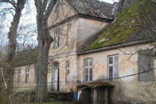Vēsturiska ēka (Medzes muiža)1400 kv/m platībā ar 1 ha zemes 12 km no Liepājas, Medzes pagastā