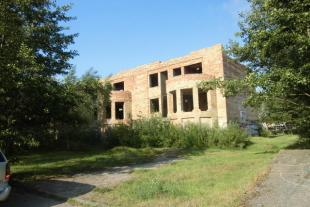 Nepabeigta ēka, pēc projekta 1700 kv/m platībā ar 2765 kv/m zemes 250m no jūras Liedaga ielā 8/14