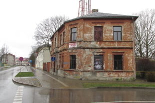 Brick house with an area of 197, 2 sq/m plot of land with an area of 690 sq/m in Liepāja, Celtnieku Street 4
