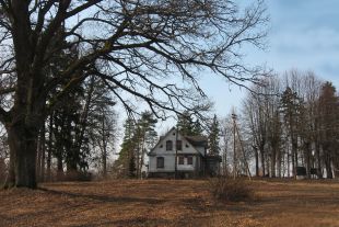 Pre war building of 199 sq/m area with land of 97,5 ha in a beautiful place approximately 20 km from Daugavpils