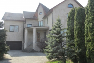 (English) House  an area of 446 sq/m with a land plot of 863 sq/m in the old Liepaja, Plavu Street 122 A