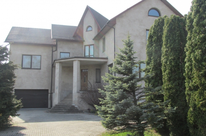 House  an area of 446 sq/m with a land plot of 863 sq/m in the old Liepaja, Plavu Street 122 A
